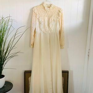 Long Sleeved Wedding Dress /Boho Chic Bridal Gown
